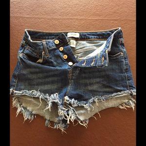 Forever 21 Denim Frayed 4 Button Shorts Size 25